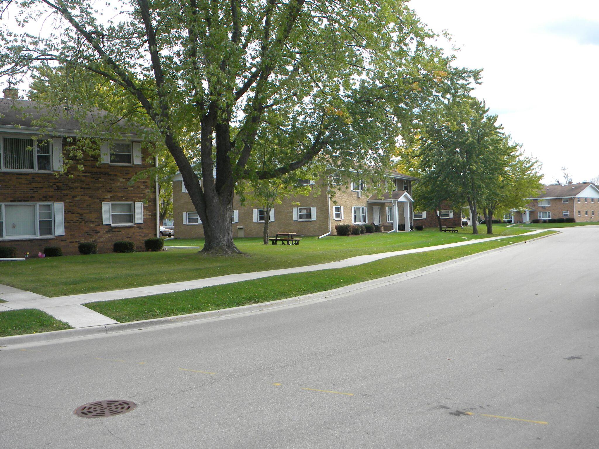 Encore-Real-Estate-Brokerage-Slinger-Apartments